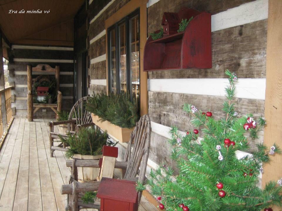 Christmassy porch_Era da Minha Vó Restauraçao de Móveis