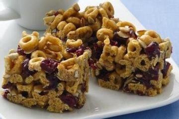 Oaty Cereal Bars http://www.yummly.com/recipe/Oaty-Cereal-Bars-Allrecipes