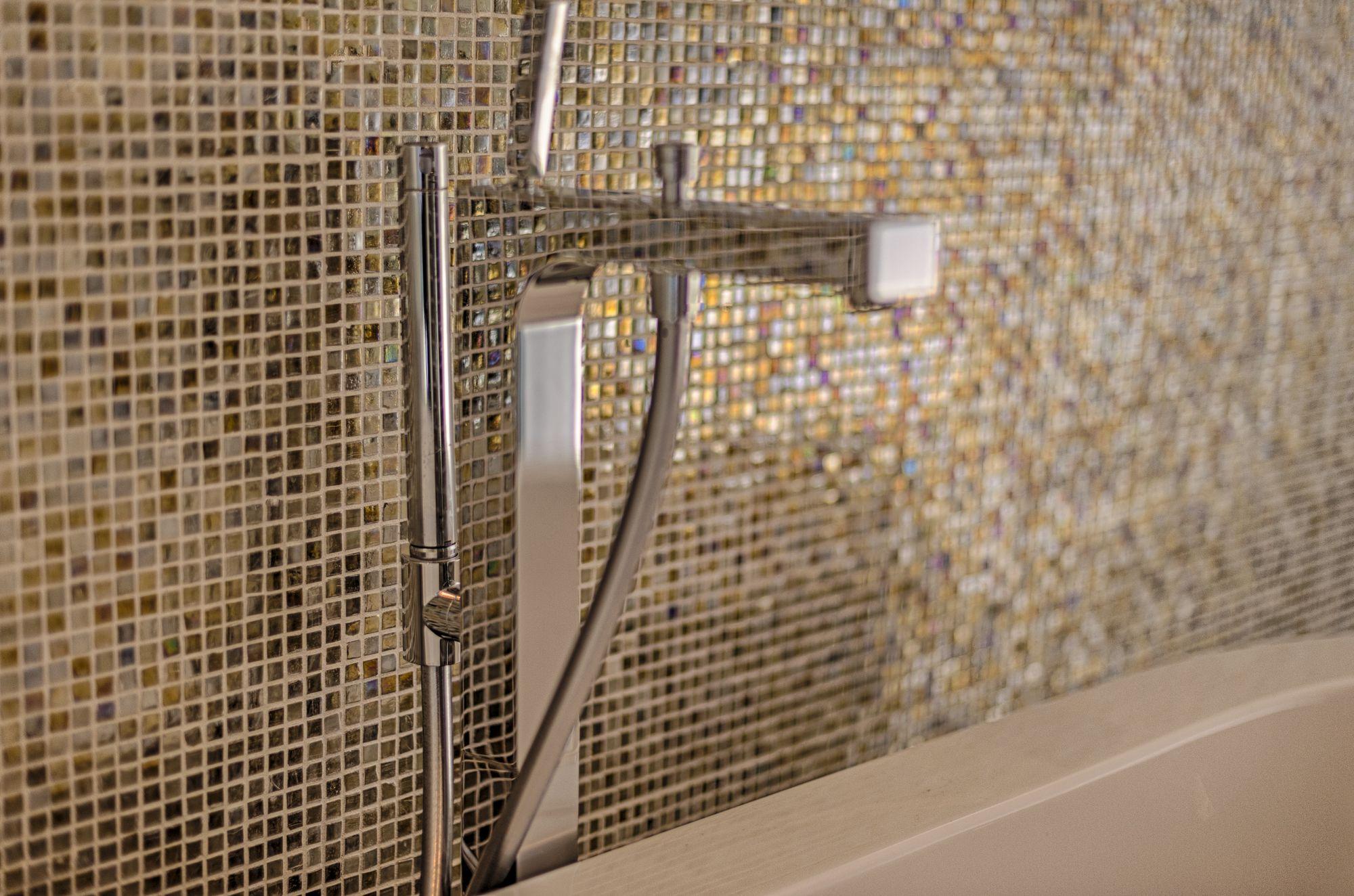 A Touch Of Sparkle Sparkle Tiles Mosaic Glass Glass Mosaic Tiles