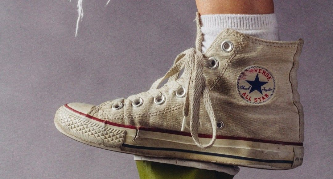 How to clean white shoes that turned yellow shoe shoes