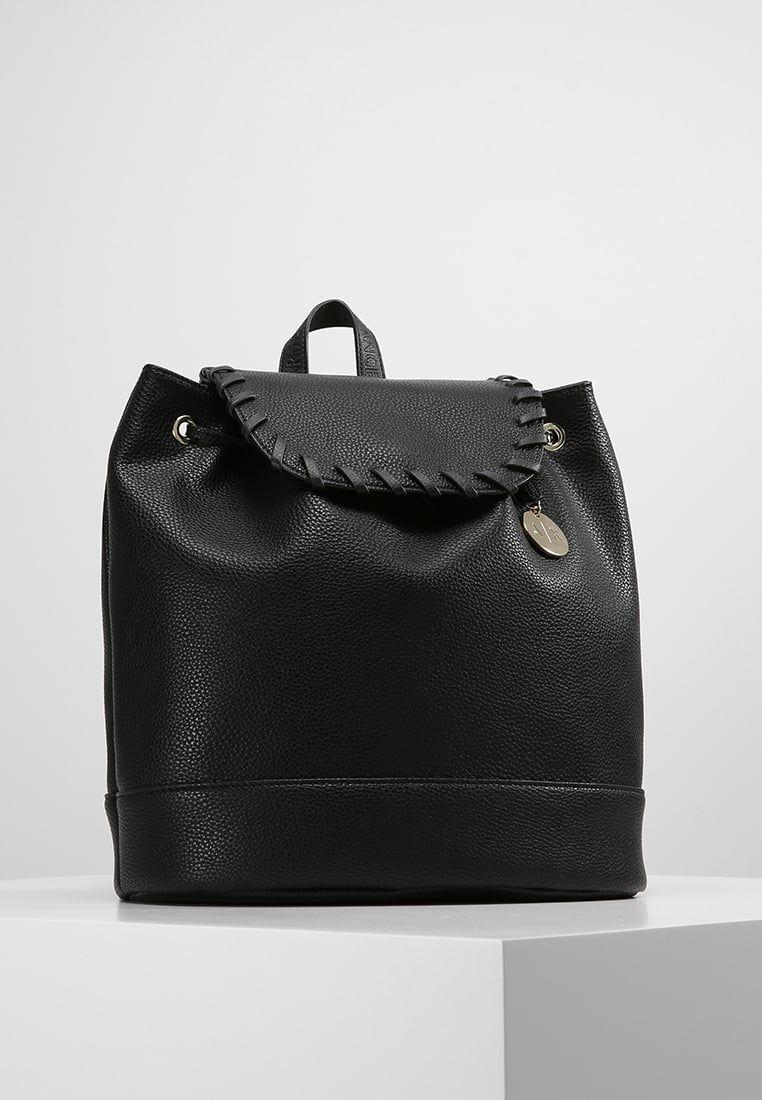 4acaa31e6a ¡Consigue este tipo de mochila de Armani Exchange ahora! Haz clic para ver  los