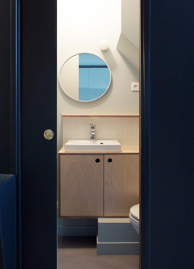 Romain, Chambre Mansardée Transformée En 2 Pièces Cuisine à Paris Par  Batiik Studio   Journal Du Design