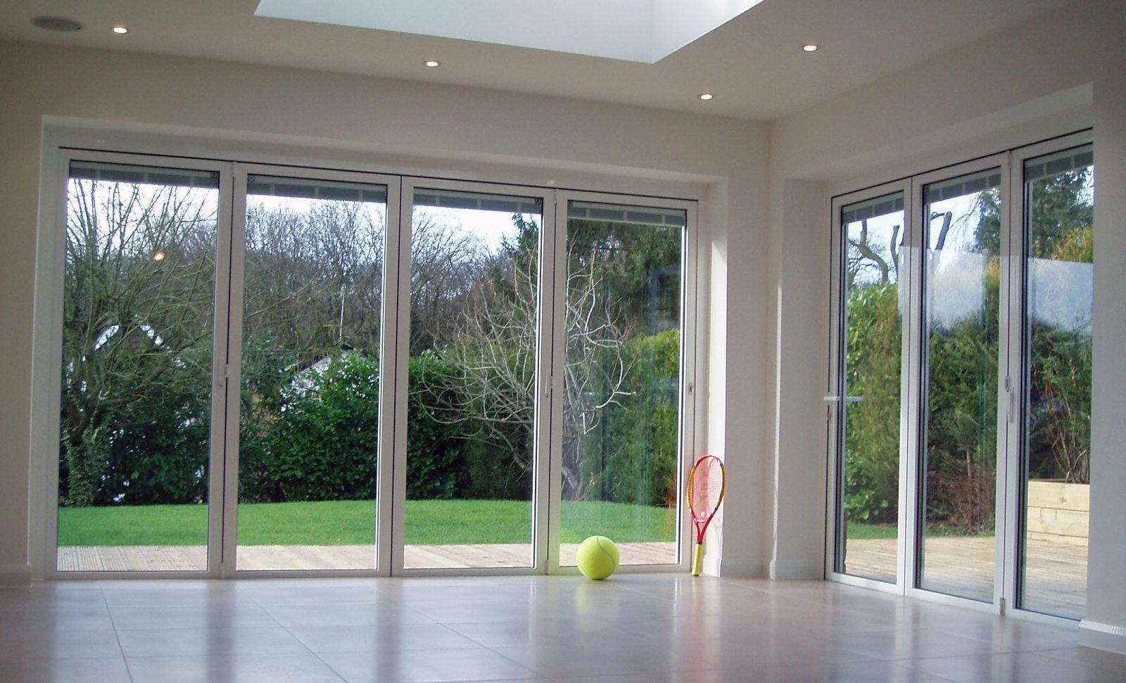 Crea maravillosas puertas de salida al jard n con las puertas plegables de aluminio espo - Puerta terraza ...