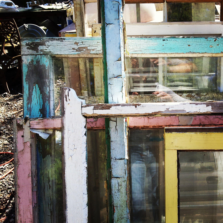 I heart chippy paint. Kinda loving those colors too. #vintage #salvage #oldhouseparts #tetanusshot