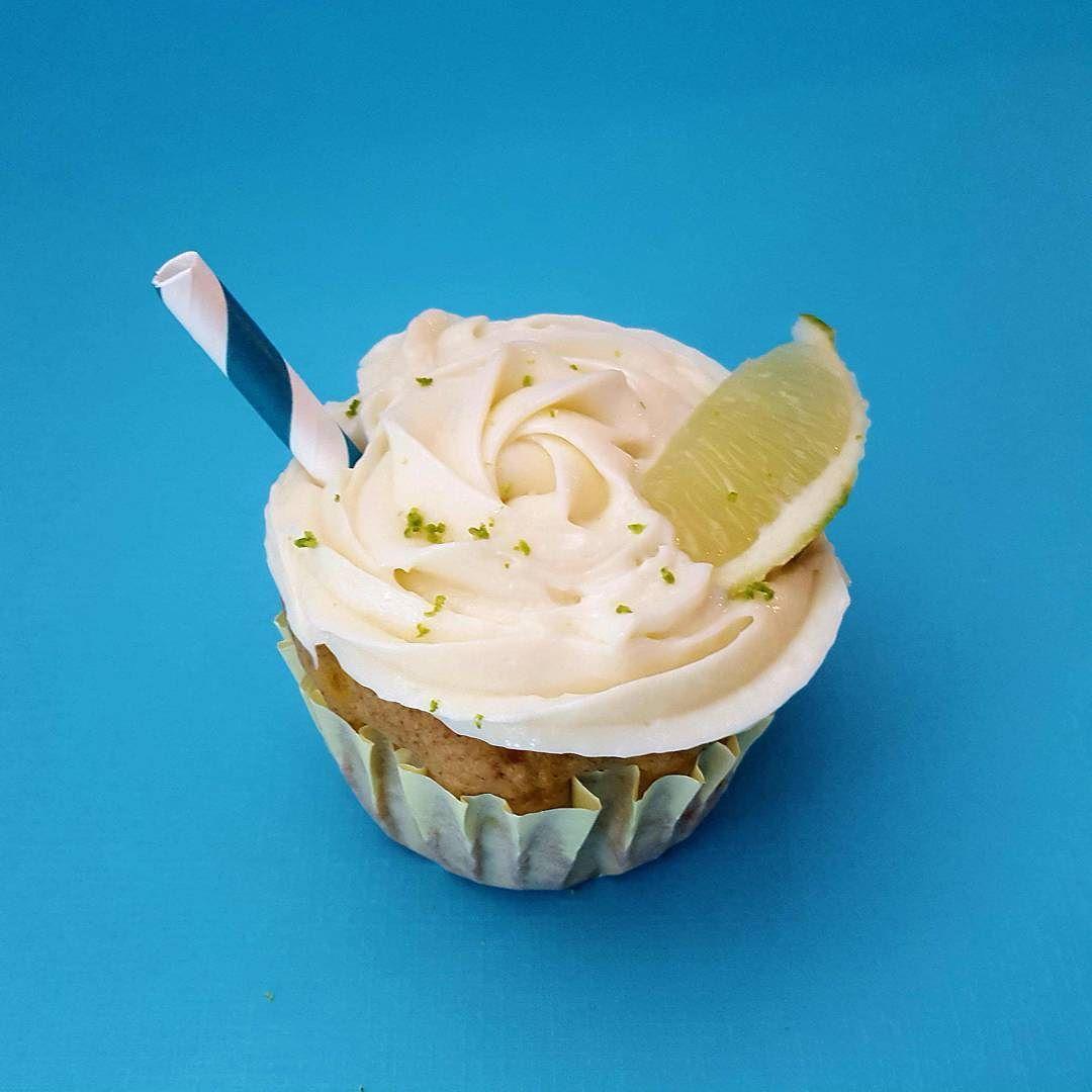 Cheers! HEALTHY Margarita cuptail   #tgif #friyay #margarita #cupcakes #boozycupcakes #flashesofdelight #thatsdarling #eeeeeats #healthyeats #nutritious #WhereDeliciousMeetsNutritious #diabeticfriendly #picoftheday #foodbeast #longisland #theeastend #thehamptons