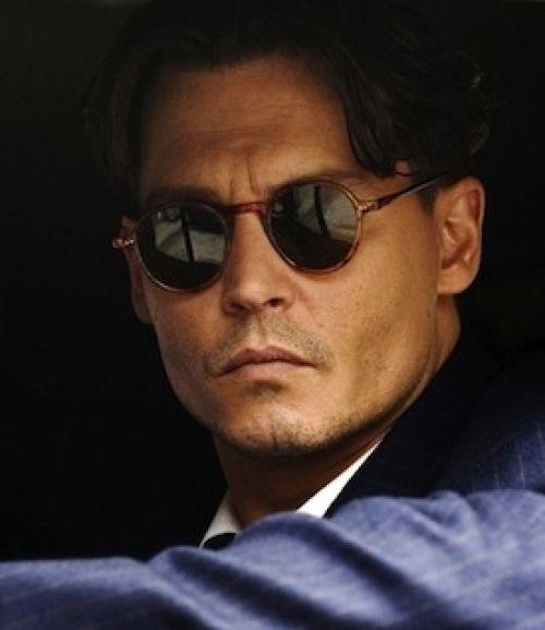Saiba qual o modelo de óculos certo para o seu formato de rosto.  Sunglasses. Óculos de sol. Johnny Depp. Fashiontown 4ba5a69937