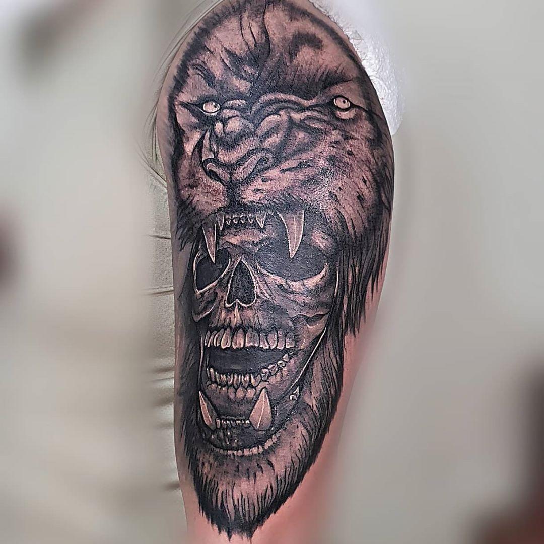 Un pequeño retoque y arreglo de este brazo realizado en la ciudad de Loja hace algún tiempo atras!! 😎 Visítanos en LOJA, OLMEDO Y 10 DE AGOSTO, 2DO piso cajeros pichincha, oficina #6 No olvides reservar tu cita en @colombiaink7 #colombiaINK o al +593995721814 y no te quedes sin tatuarte 😎 Artista: @jeff_silva7 @lazarzatattoo @radiantcolorsink @asgardstencil @manobenditaec @revistametalhead @ultrainkcream @uniglovesec  #tattooloja #tattooecuador #tattoos #tattooart #tattoosofinstagram #tattooa