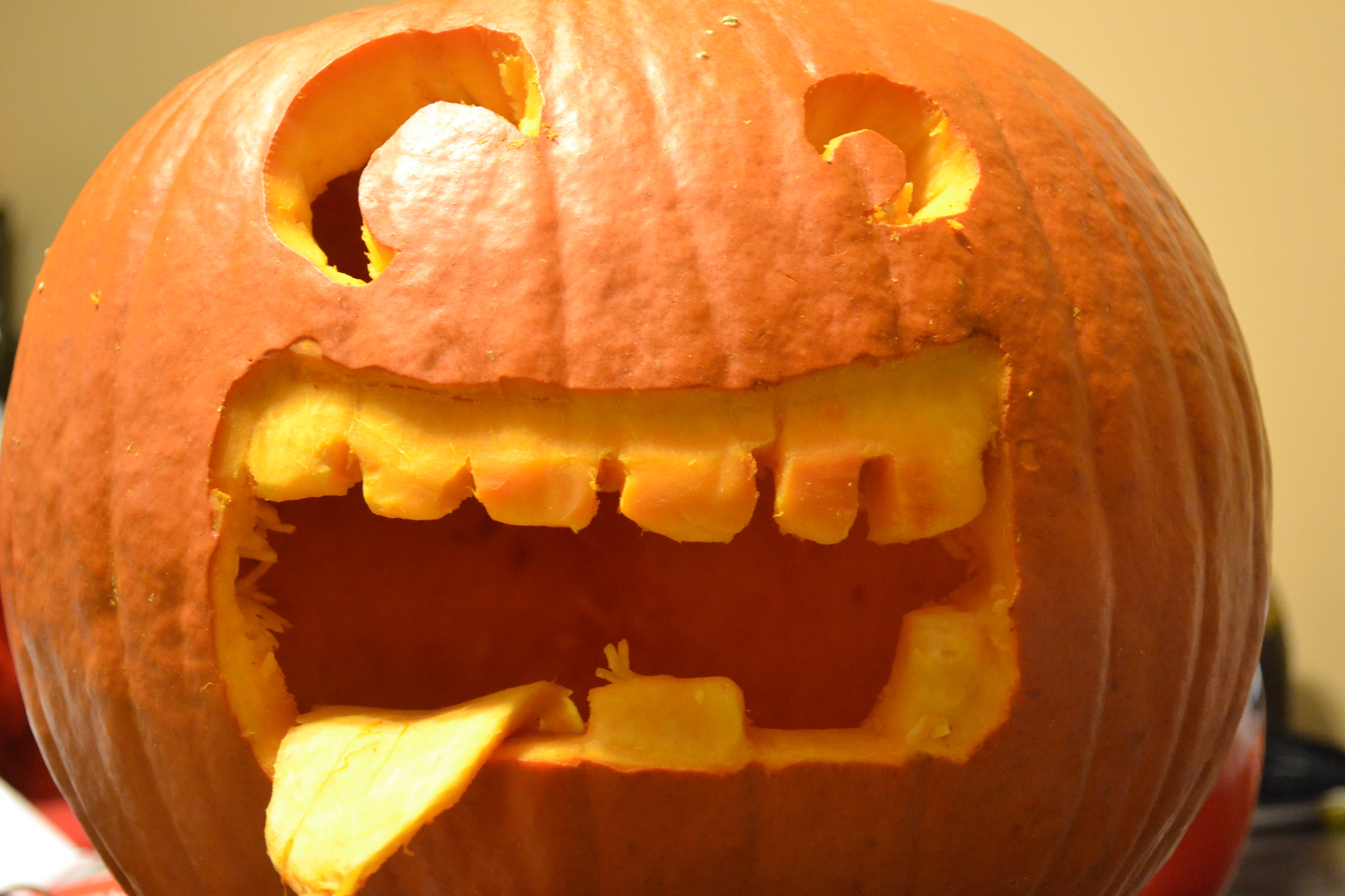 That's the perfect face for my pumpkin!!
