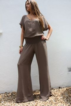 I want these pants! Look super comfy and they stretch at the waist!