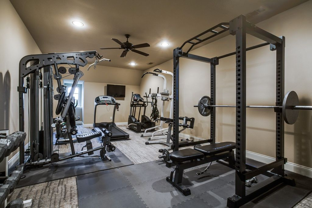 75 home gym design ideas photos gym home gym design small home gyms at home gym. Black Bedroom Furniture Sets. Home Design Ideas