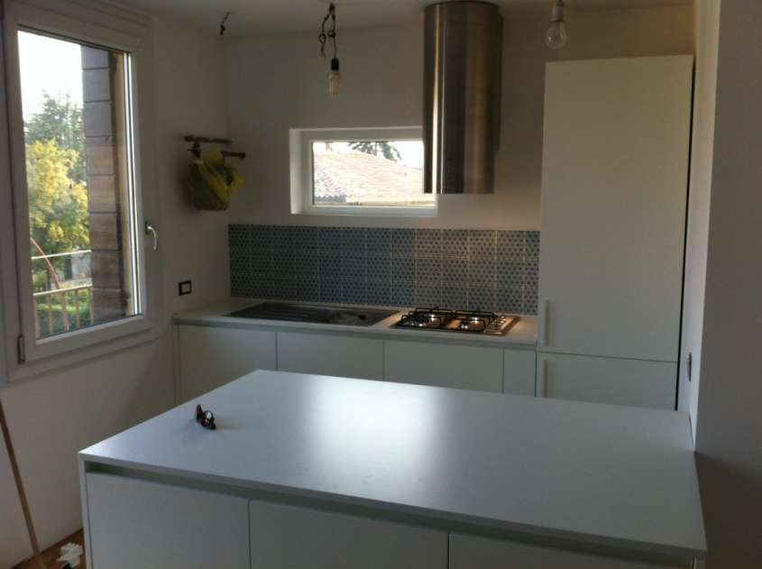 Arredare una cucina 3x3 - Cucina bianca con isola