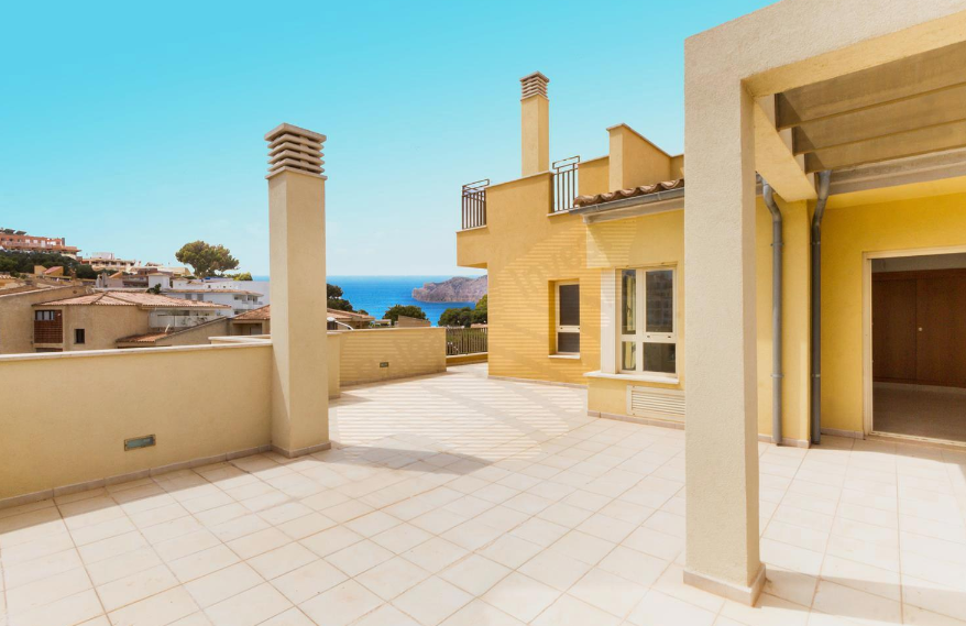 We wish you a calm & sunny weekend Area ‪#‎Calviá‬ - Santa Ponsa:  Brand new illuminated ‪#‎Penthouse‬ with sea views and terrace on the same floor.  Ref. 37522 http://ow.ly/MHfmo