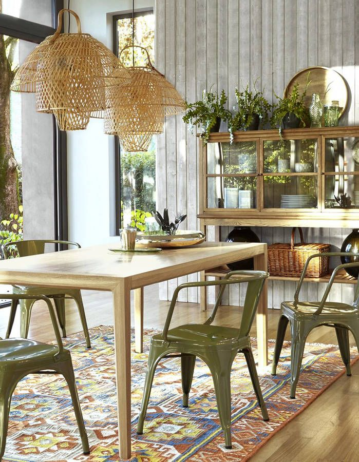 une decoration vegetale via des plantes disposees au dessus des meubles