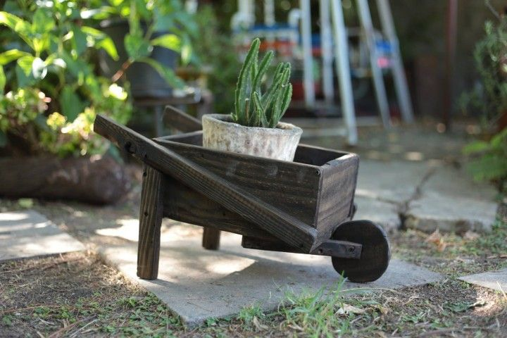 Encontrá Carretilla portamaceta desde $150. Muebles, Jardín y más ...
