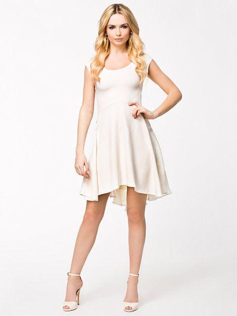 Swing Dress - Quontum - Cream - Festkjoler - Tøj - Kvinde - Nelly.com