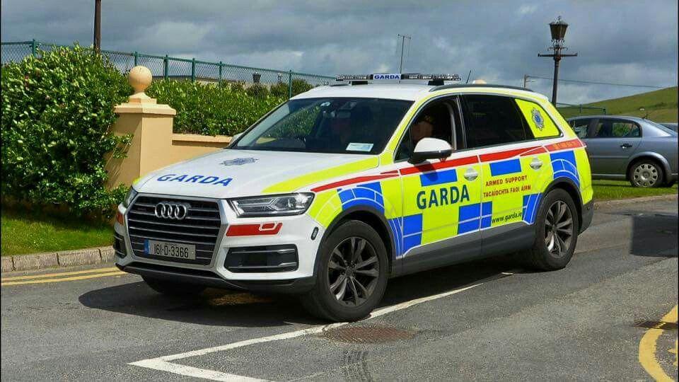 Garda, Audi Q7 | Cars | Audi q7, Police cars, Police