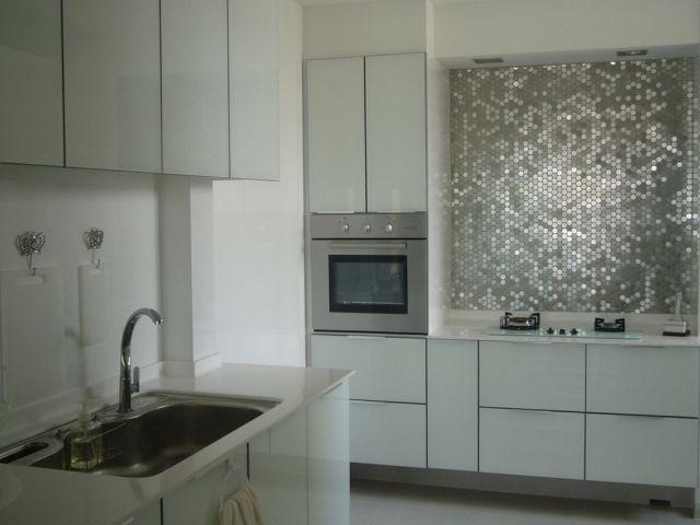 Rückwand Gestaltung mit Mosaik-Fliesen in Metallic-Look ...