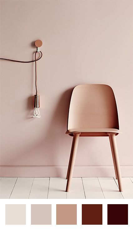 Rose poudre cuivre parquet blanc Chaise et mur en ton sur ton