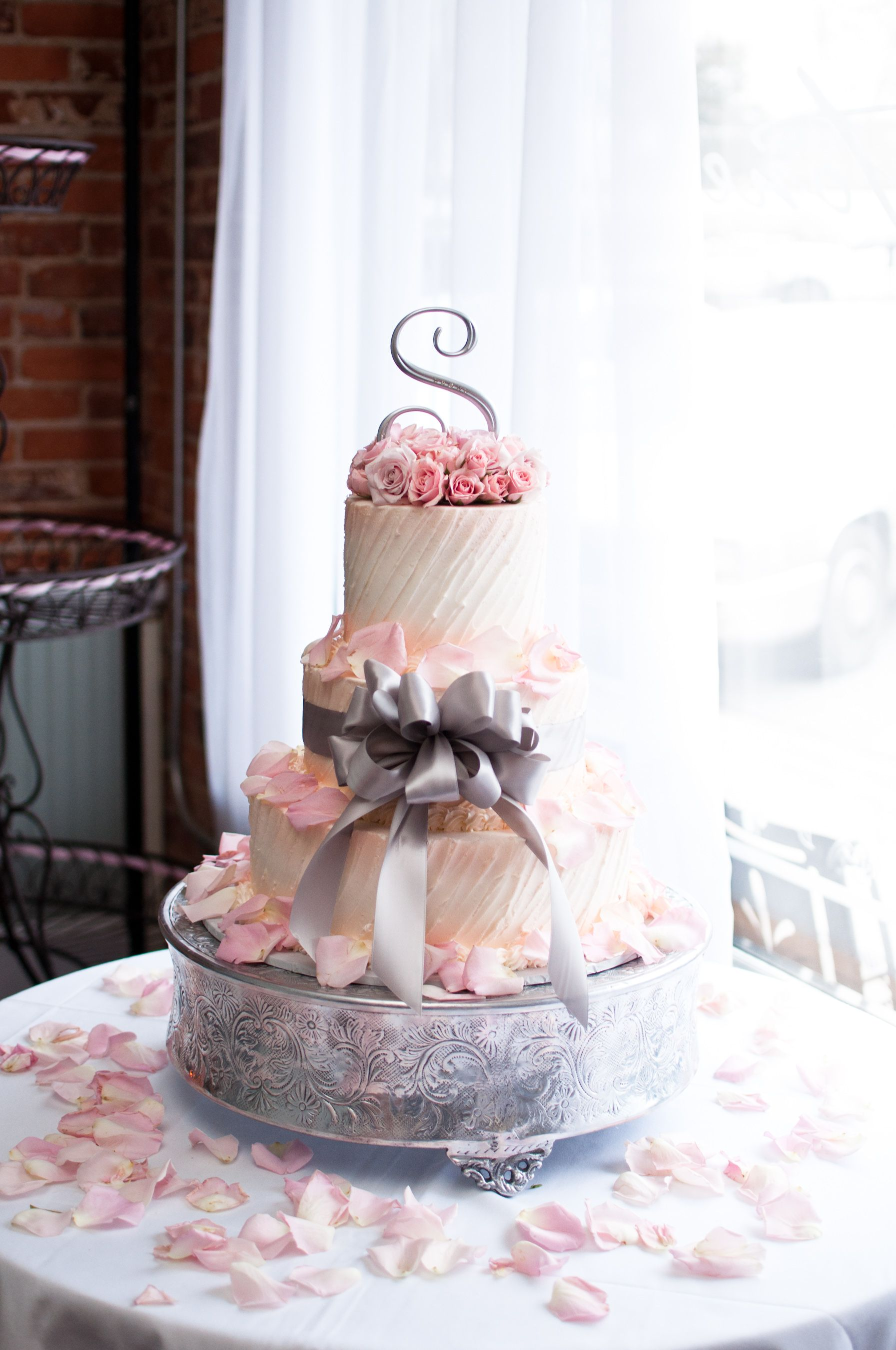 Blush ivory and gray wedding cake romantic wedding ideas budget
