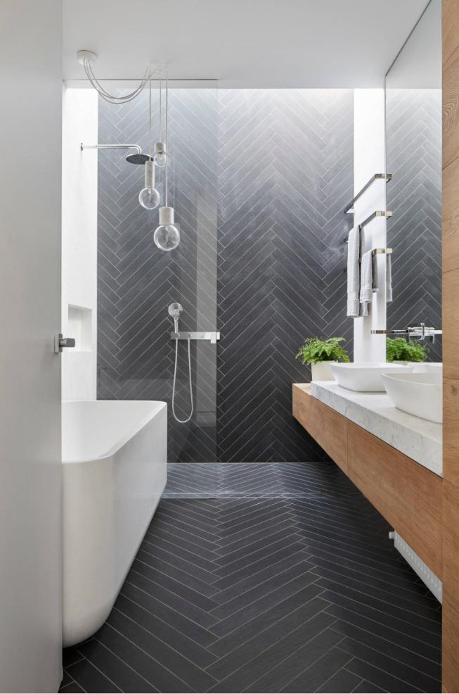 Una De Las Mayores Tendencias De Diseño En Los Cuartos De Baño Es El Uso Del Color Gris En Las Paredes Combína Diseño De Baños Disenos De Unas Remodelar Baños