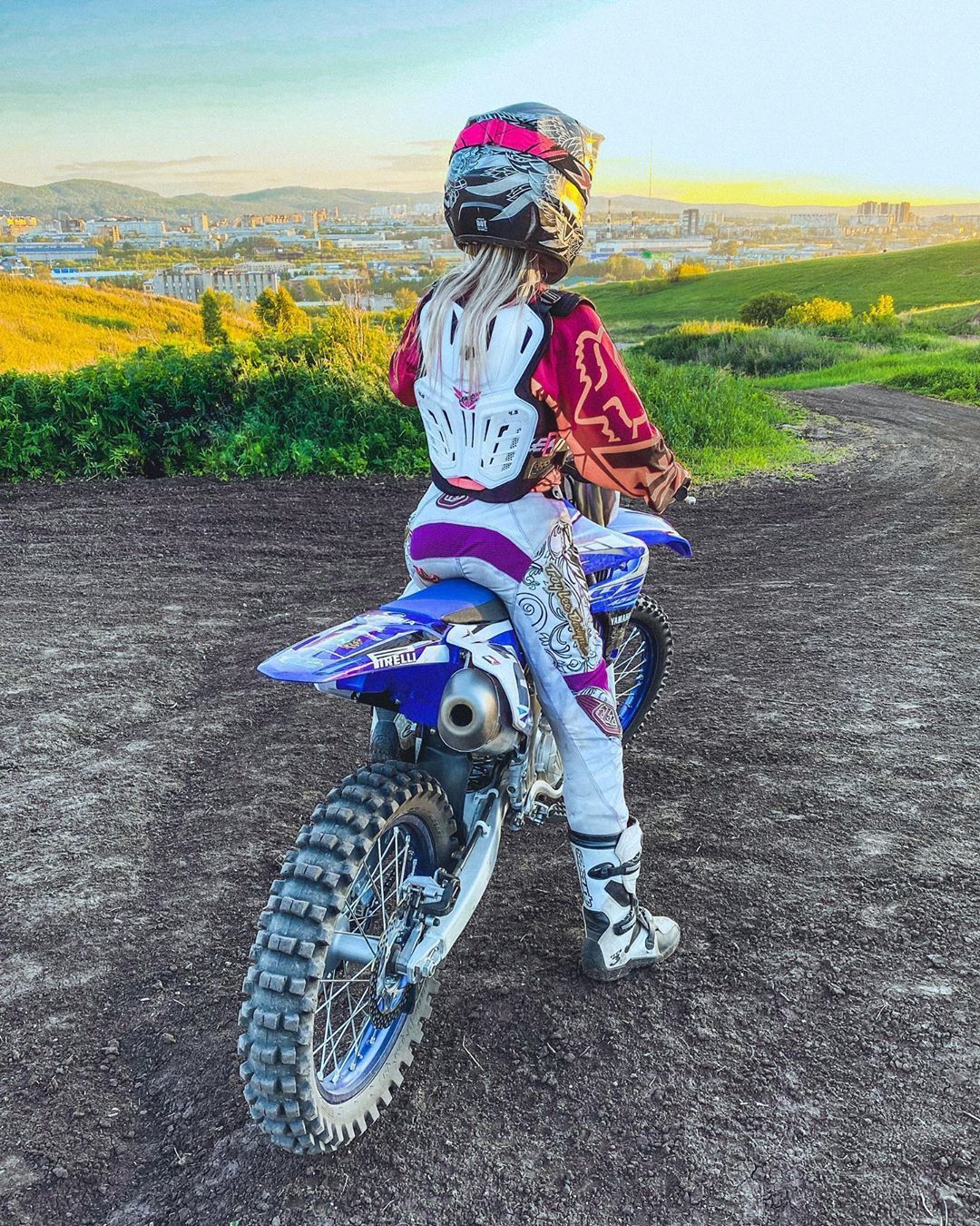 Girl Dirtbike Jump in Australia in 2020 Dirt bike girl
