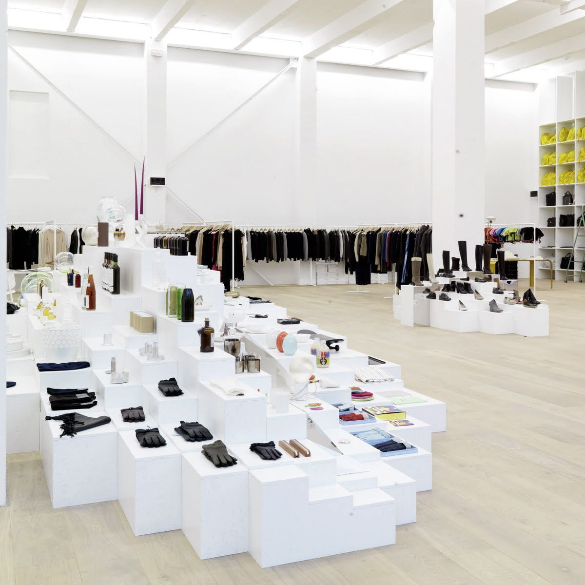 traumhafte mode und stilvolle accessoires im concept store von andreas murkudis creme berlin