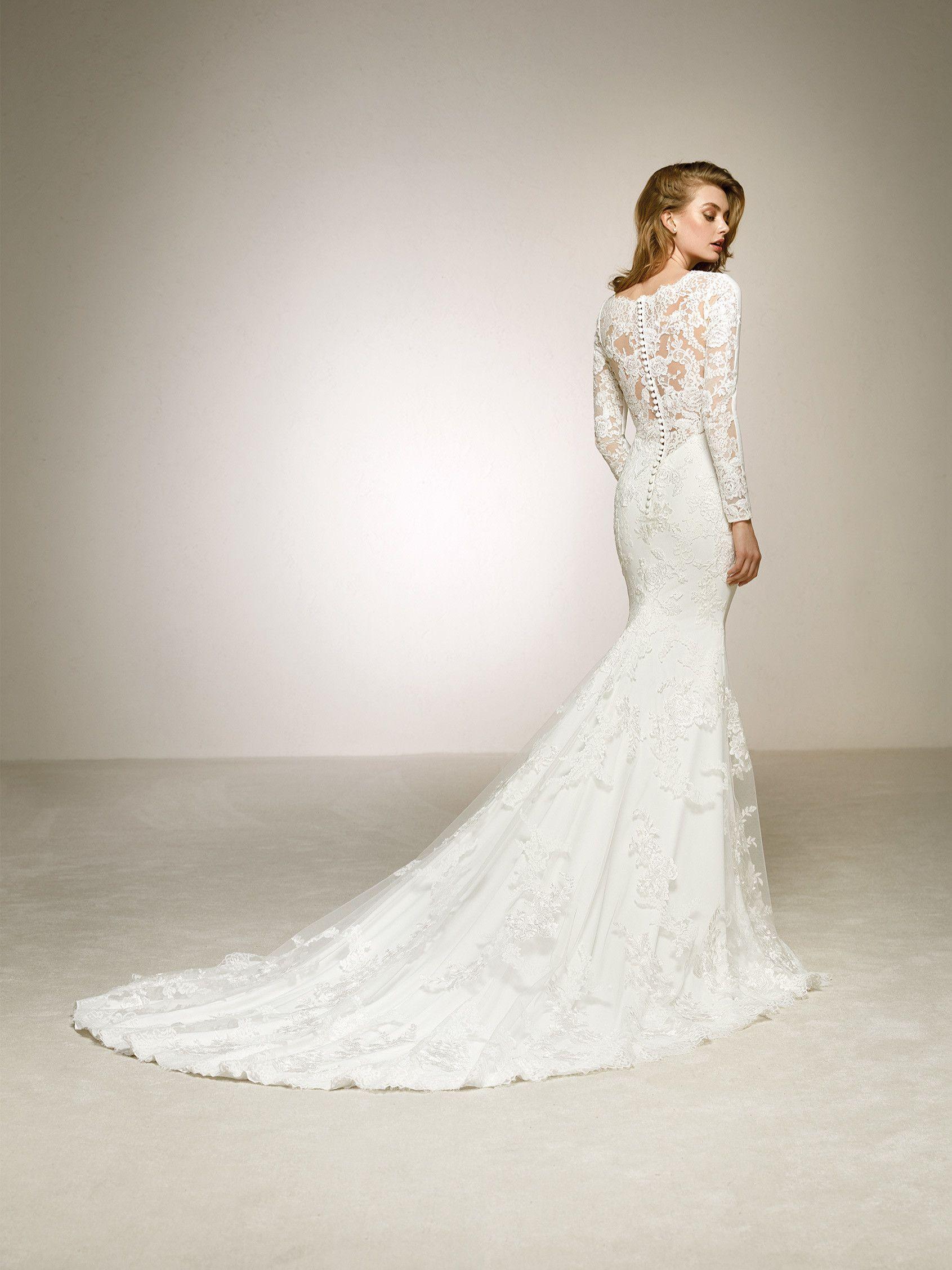 Crepe wedding dress with lace back. DAKOTA | Pronovias 2018 ...