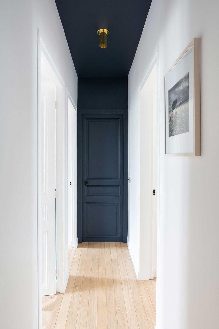 Photo of Flur und Eingangsbereich Schwarz streichen Deckenanstrich Dunkle Wandfarbe