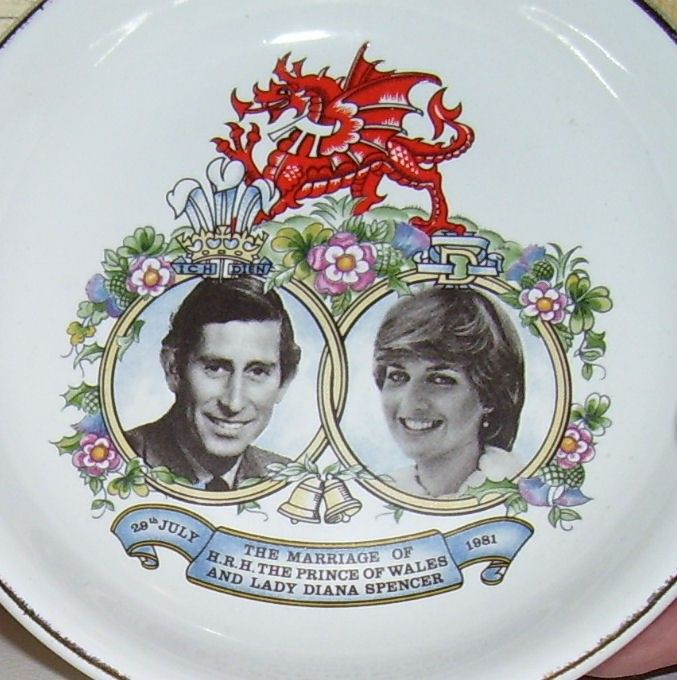 Charles and diana wedding trinket dish or vanity or pin for Diana dishes