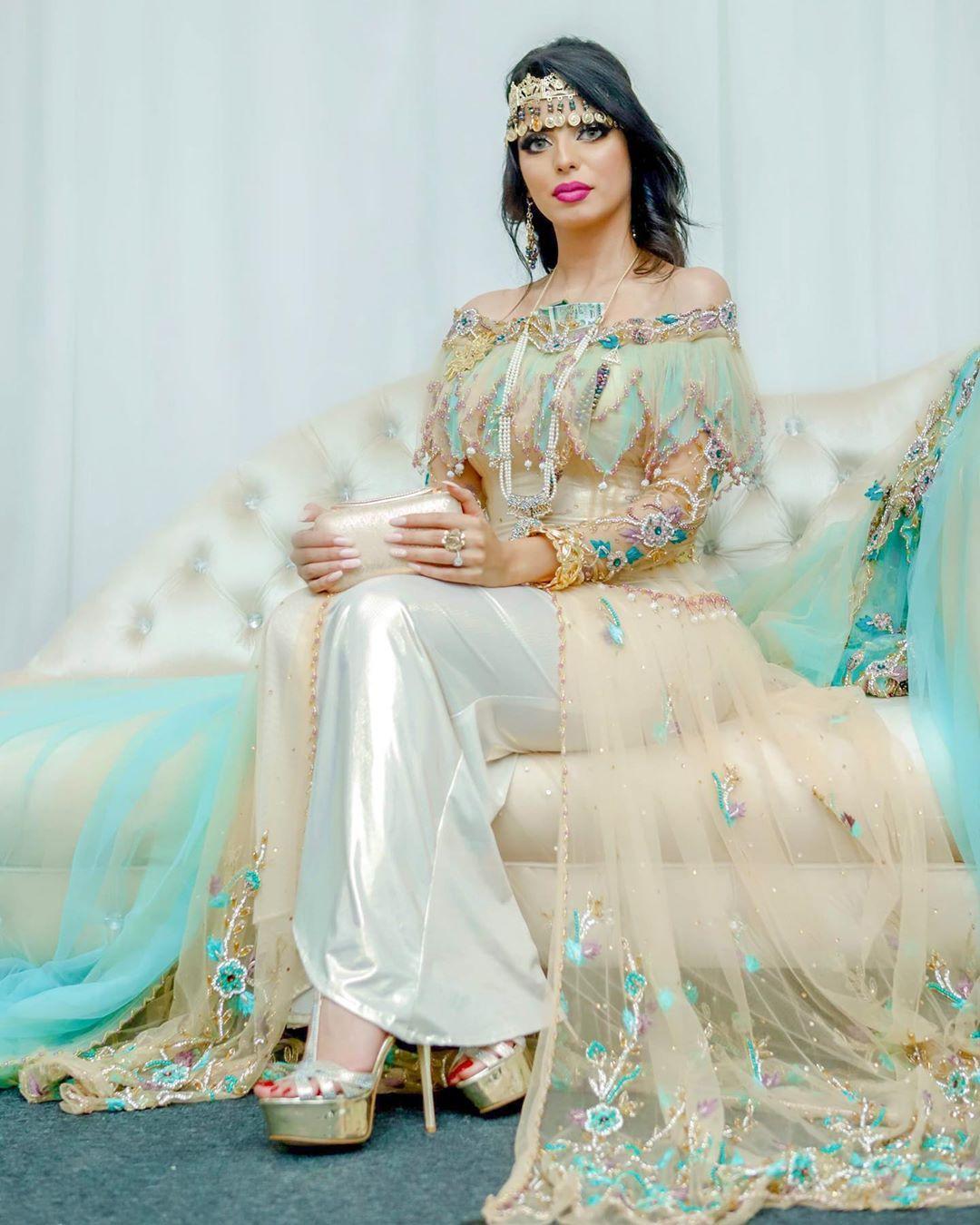 Belkisse Turqui بلقيس تركي On Instagram النايلي شفتها أسبوع قبل عرسي خلال عرض أزياء المصممة الجزائرية محاسن عج Party Wear Dresses Traditional Dresses Dresses