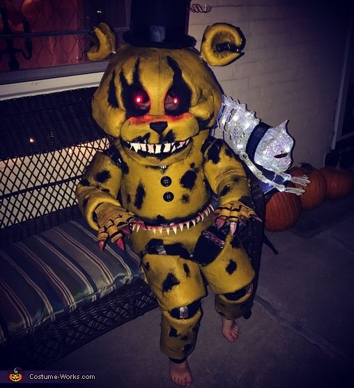 Nightmare Golden Freddy Animatronic Halloween Costume Contest At