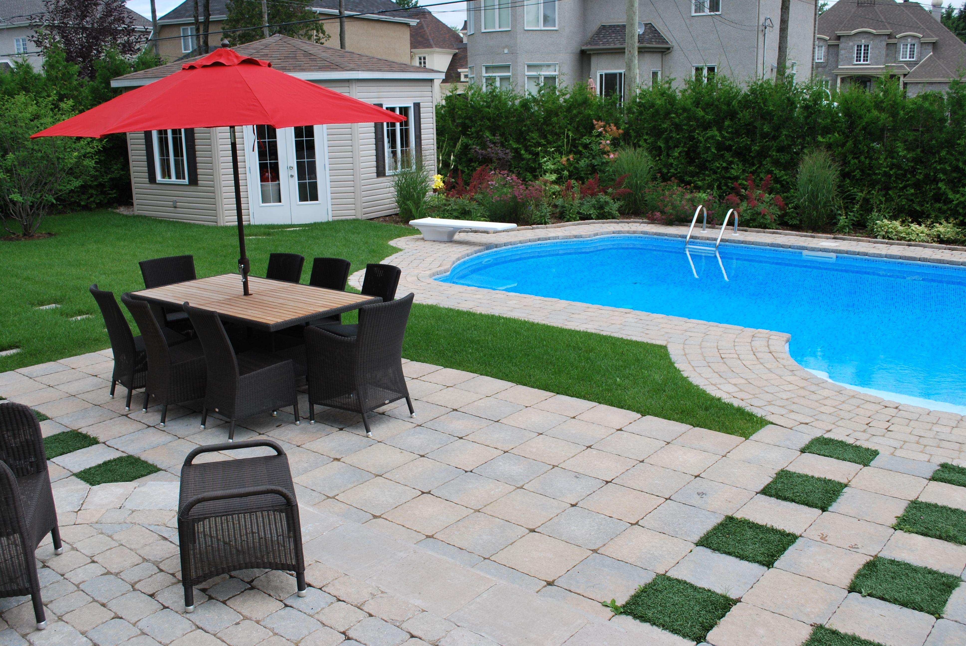 Am nagement d 39 une piscine creus e courbe terrasse de pav for Amenagement piscine creusee