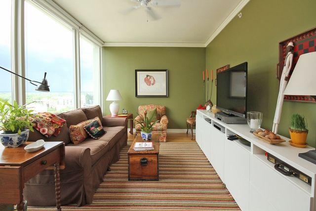wohnzimmer streichen ideen olivgrün weißes tv sideboard Dream