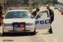 Captado En Video Joven Intenta Robarse Una Patrulla De La Policía #Video