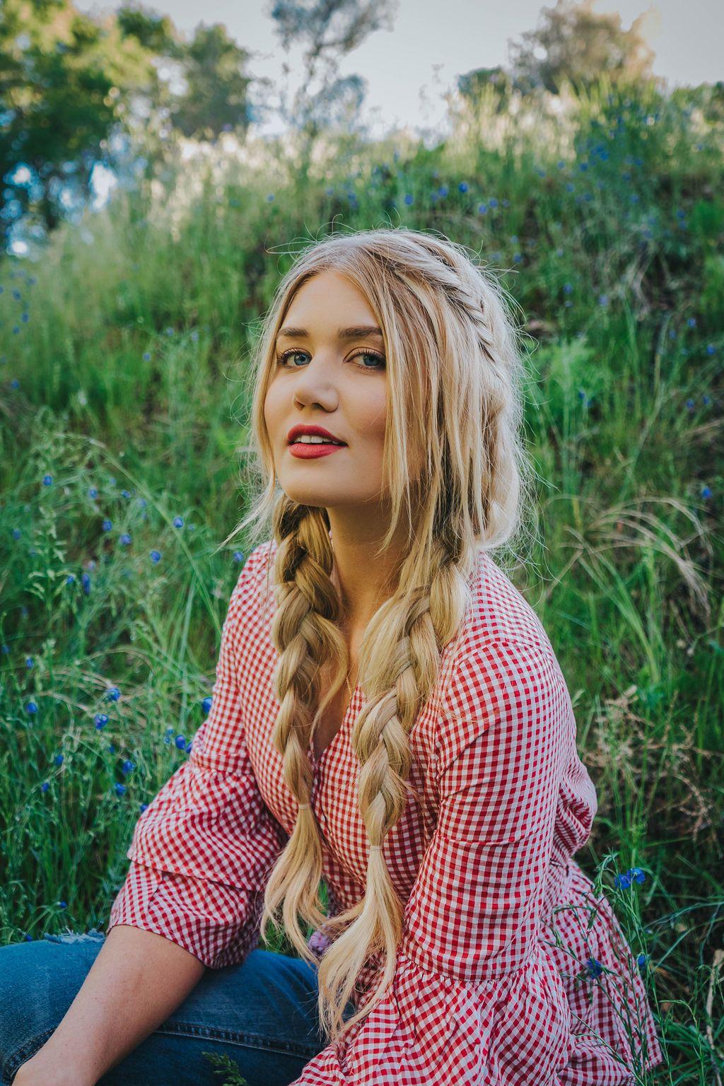 Harsh Light Barefoot Blonde Hair Amber Fillerup Johanna Jones