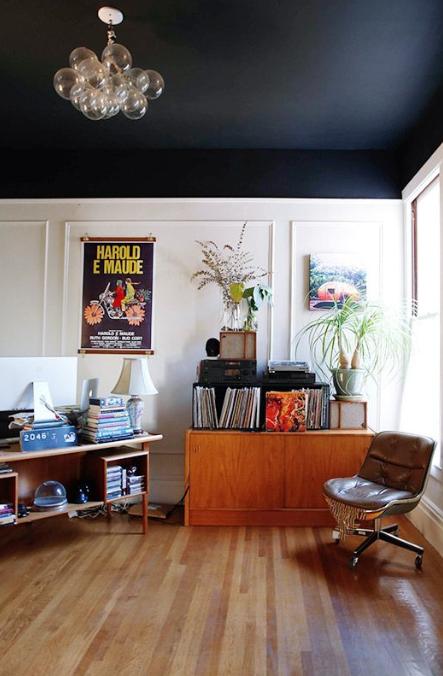 salon du noir au plafond chez nous pinte. Black Bedroom Furniture Sets. Home Design Ideas