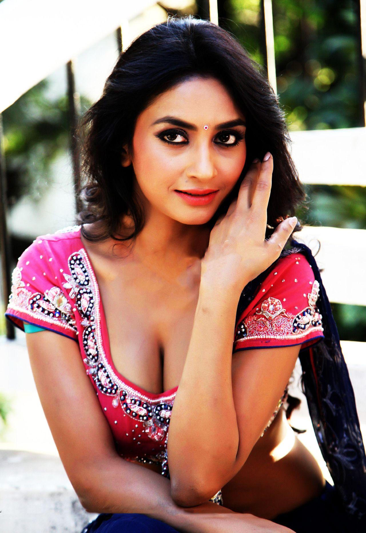 Nude Priyanka Gandhi Best bollywood #bollywoodcelebs #indianactress | pooja sri | pinterest
