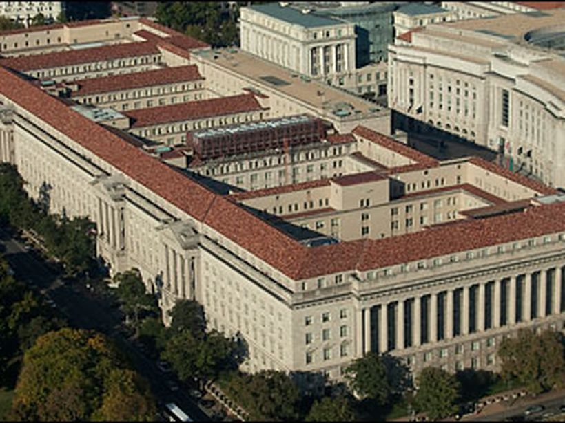 Neo Classicist This Image Shows The Herbert C Hoover Building In Washington Dc It Was Built In 1932 A Roman Architecture Architecture Classical Architecture