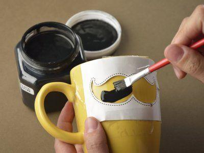 Cómo hacer una taza hipster para papá