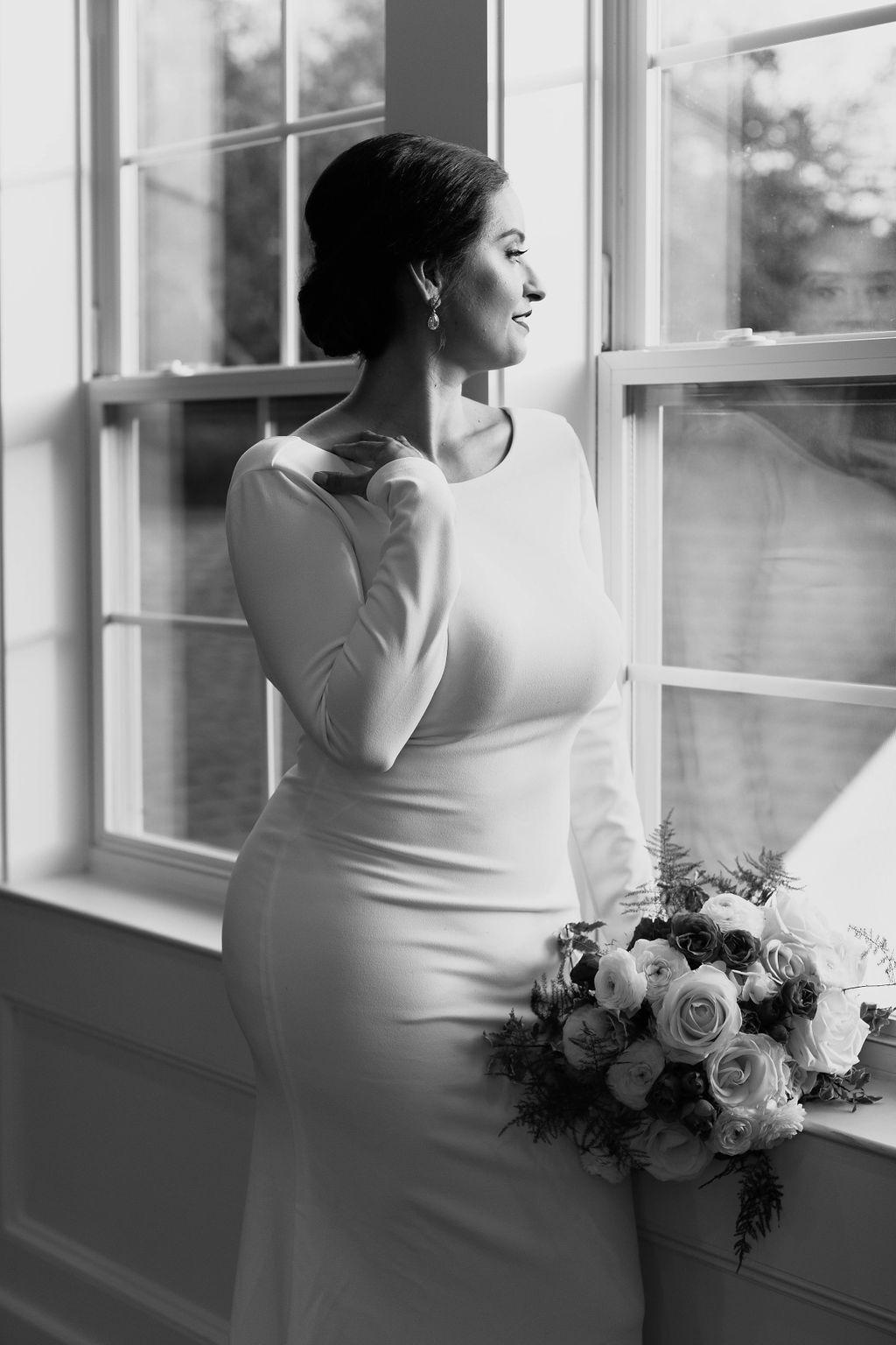 Magnolia Manor | Wedding Venue and Reception Hall | THE SPRINGS #bridalportraitposes