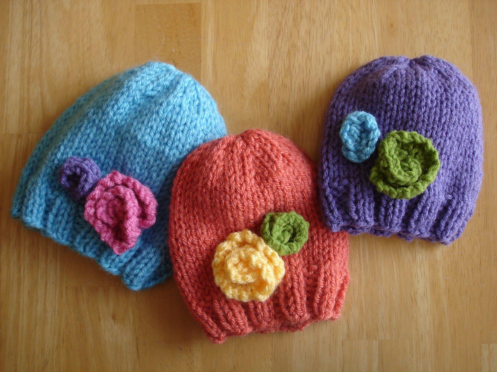 Free Knitting Pattern! Baby In Bloom Hats | Patrones de crochet de ...