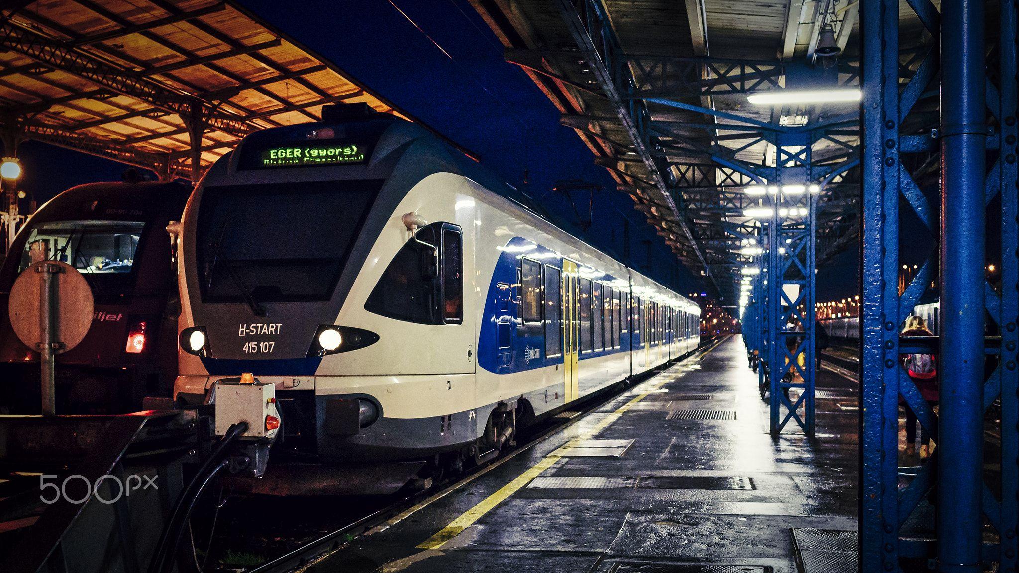Train - Railway station, locomotive, Budapest