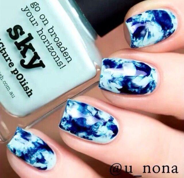 Light blue and dark blue nails
