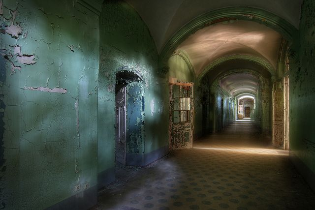 Magic corridor by Bousure, via Flickr