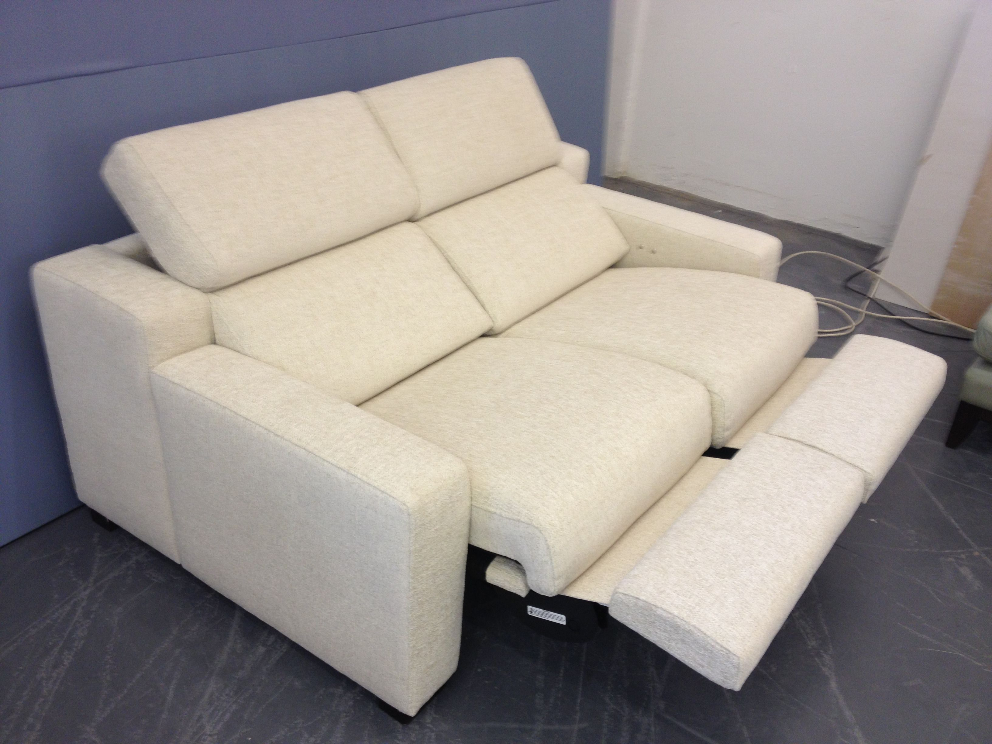 Lotus reclining sofa with 15 cm arms measures 155 cm perfect