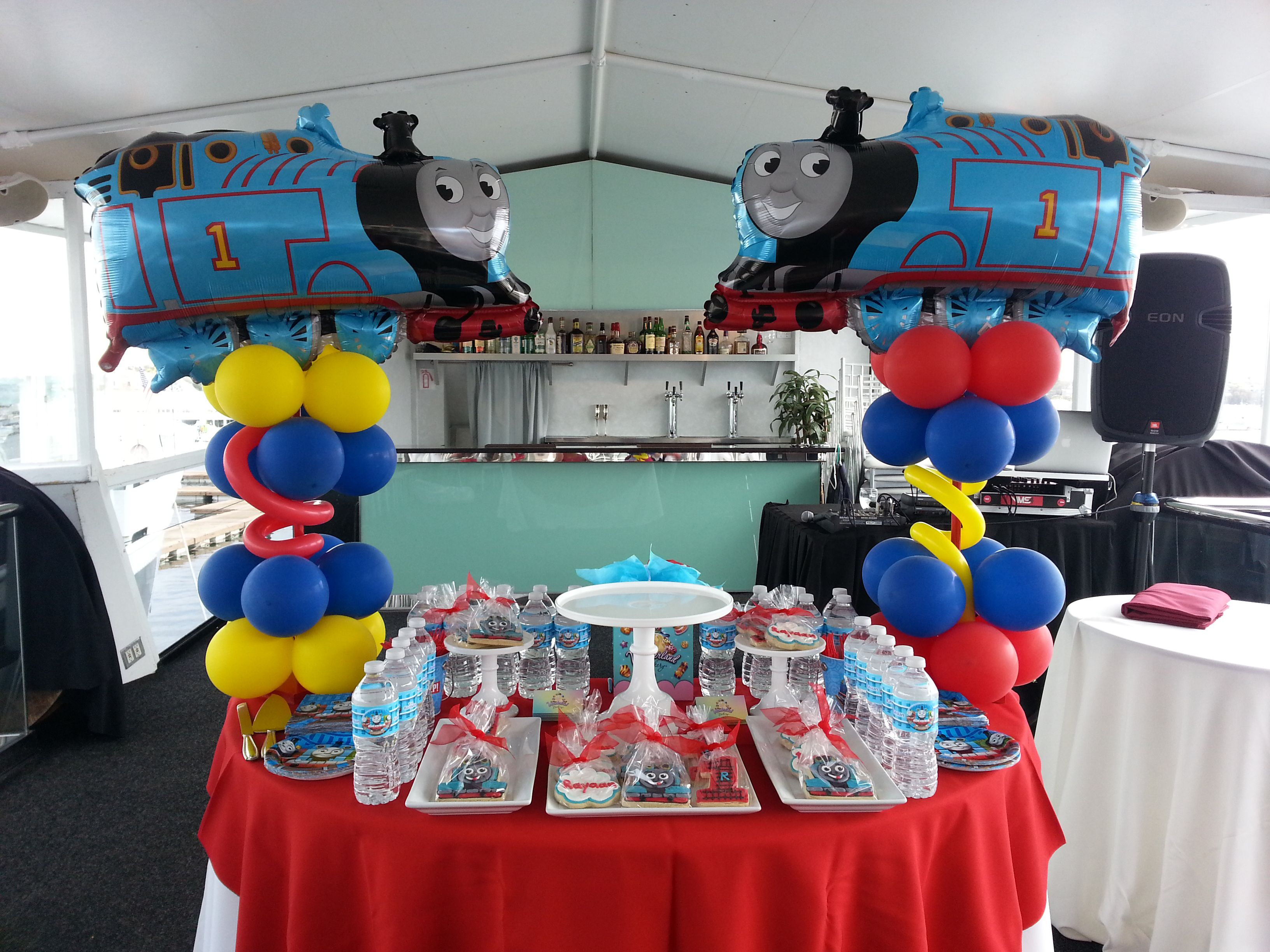 2 Marvelous Thomas The Train Birthday Party Decorating
