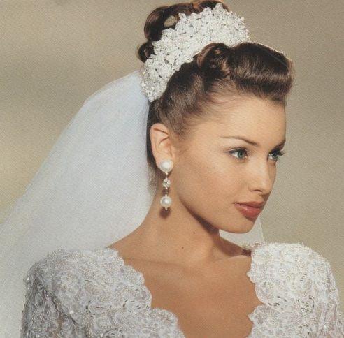 A Crown To Match The Dress 1990s Bridal Ad Wedding Veil Vintage Wedding Dresses Vintage Trendy Wedding Dresses