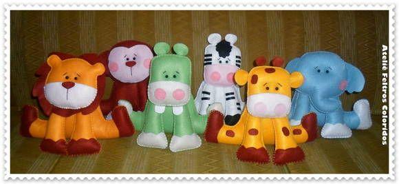 KIT DECORAÇÃO CENTRO DE MESA PARA FESTA SAFARI   O kit é composto por:  1 Leão 17cm 1 Hipopótamo 17cm 1 Macaco 17cm 1 Elefante 17cm 1 Zebra 17 cm 1 Girafa 17cm  Produtos feitos de feltro R$ 90,00