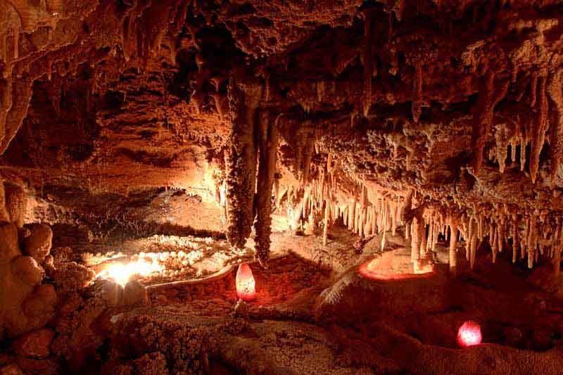 Grotte Du Bosc St Antonin Noble Val Avec Images Cabane Spa Activites De Pleine Nature Tarn Et Garonne