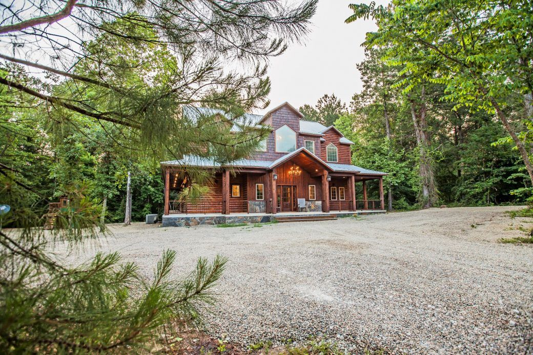 Knotty By Nature Broken Bow Ok Blue Beaver Cabins Cabin Luxurious Bedrooms Luxury Cabin